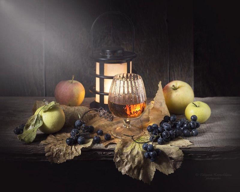 натюрморт, осень, вино, виноград, фонарик, яблоки Лекарство от осениphoto preview