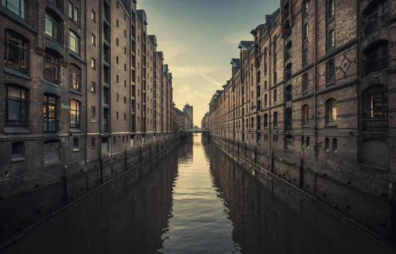 water, fleet, building, architecture, sunset, mood Kehrwiederfleetphoto preview