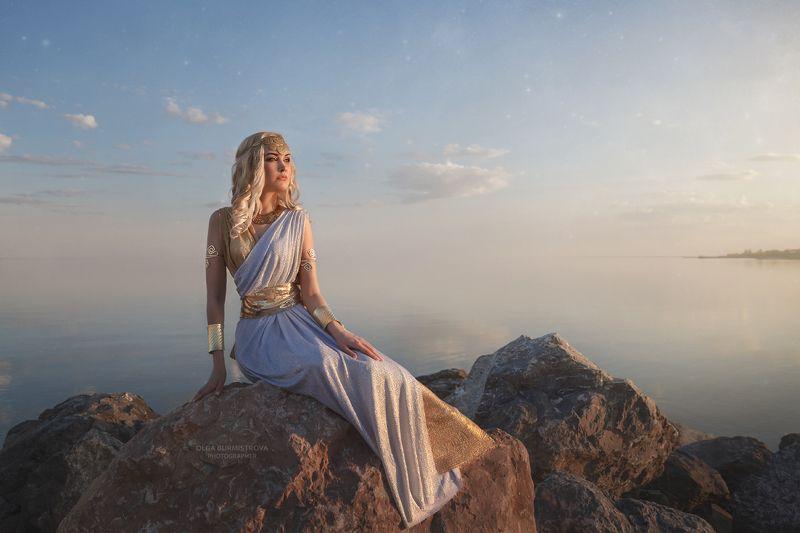 antique, античная, богиня, рассвет, на море, на камнях, греческий стиль, фото в образе, сказочный фотограф Закатphoto preview