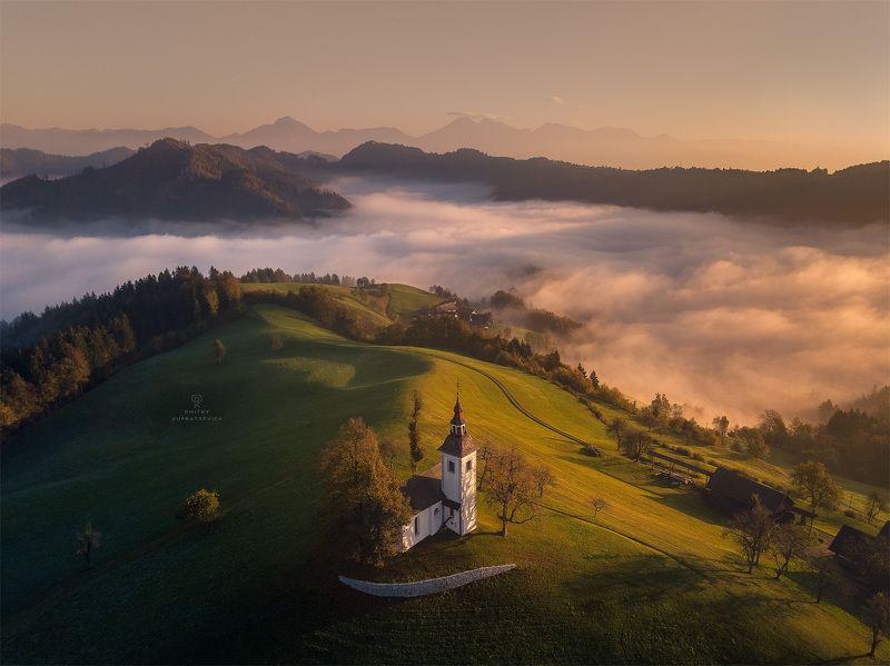 словения, рассвет, горы, туман Церковь Святого Томашаphoto preview