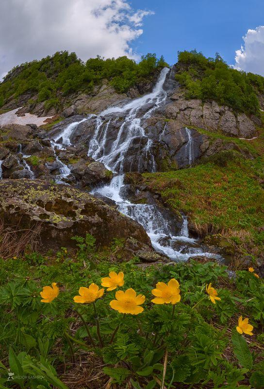 абхазия, фототур, путешествие, горы, водопад, альпийские луга, цветы, весна, лето, прострел, облака Водопад в горах Абхазииphoto preview