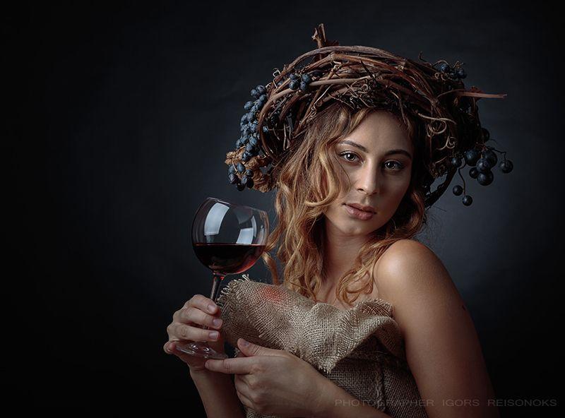 Портрет с виномphoto preview