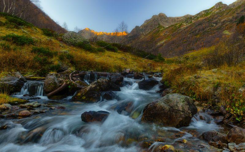 Утро горного потокаphoto preview