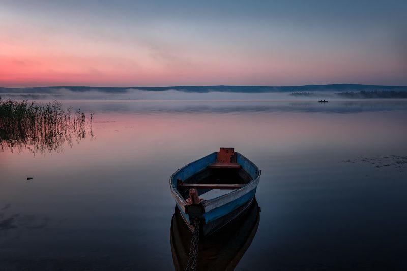 зюраткуль, пейзаж, озеро, лодки, горы, небо, рыбаки, рассвет, туман, утро Рыбакиphoto preview