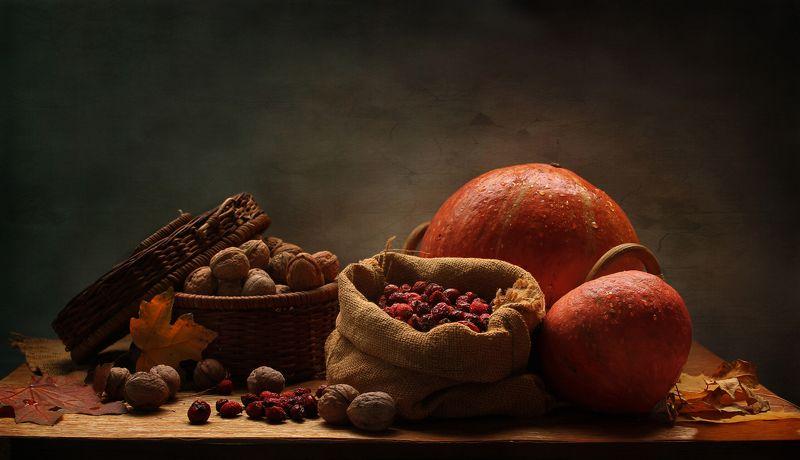 натюрморт, тыквы. шиповник, орехи, осень Поздняя осеньphoto preview