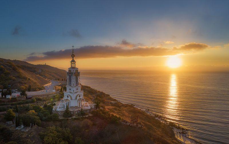 Церковь Николая Чудотворца в Крымуphoto preview