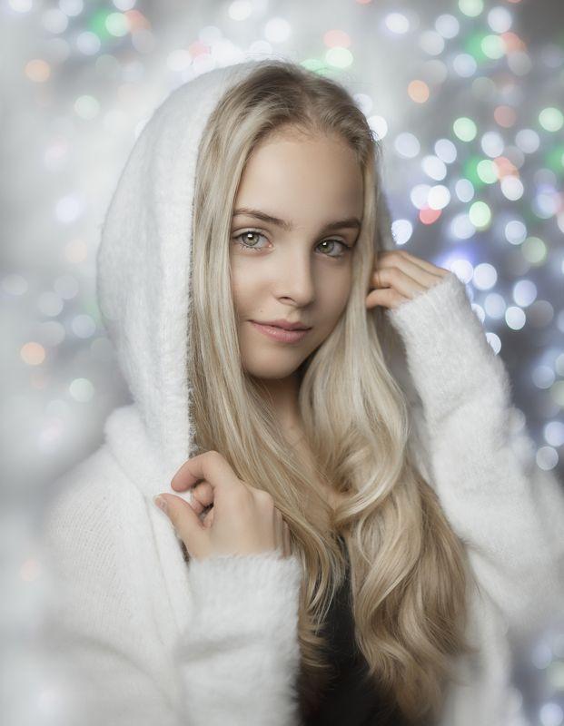 портрет , взгляд ,красивая девушка , цвет ,волосы , красивые губы ,нежность , нежность ,portrait Elinaphoto preview