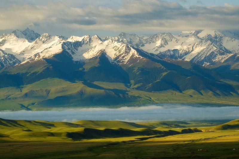 киргизия, кыргызстан, азия, горы, луг, скалы, пейзаж, лето, ущелье, джайлоо, пастбище, юрта, кочевник, туман, утро, рассвет Волшебная долинаphoto preview