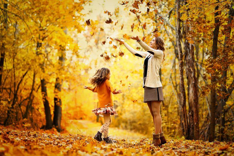 золотая осень  осень семейная фотография золотые листьяphoto preview