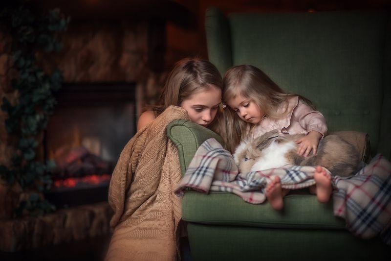 девочки, кролик, камин, плед, новый год Домашний уютphoto preview