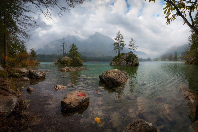 осень, озеро, горы, вода, листья, скалы Хмурое утроphoto preview