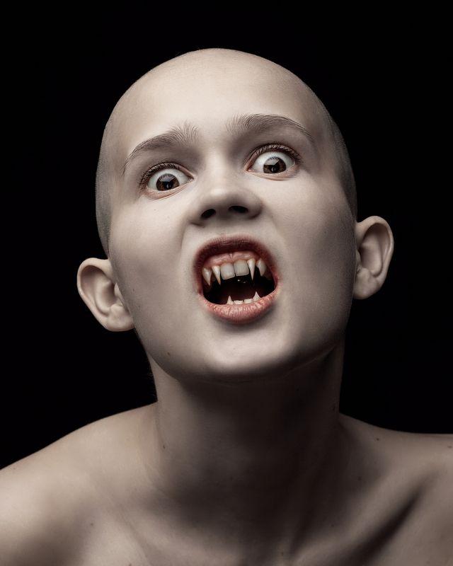 вампир. несовершеннолетний, всего 67 лет...) photo preview