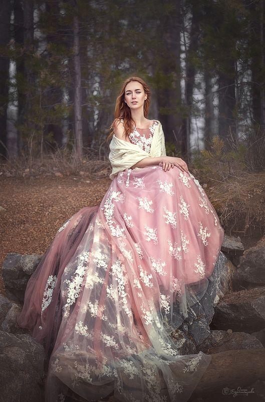 красивое платье, розовое платье, красивая девушка, на берегу, каменный берег ***photo preview