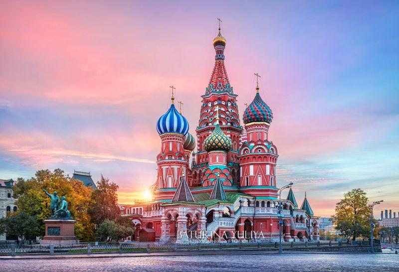 москва, собор василия блаженного Первые лучи солнца за Собором Василия Блаженногоphoto preview