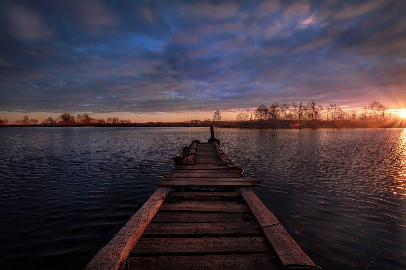 дубна, река, причал, ноябрь, холод, утро, рассвет, облачность, солнце, восход, вода В ожидании холодовphoto preview