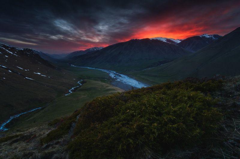 киргизия, кыргызстан, средняя азия, горы, каньон, скалы, пейзаж, весна, ущелье, река, закат Небесный огоньphoto preview