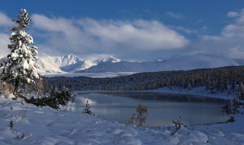 сибирь, алтай, горный алтай, киделю, озеро, улаганский перевал, осень, снег, горы Снежное безмолвиеphoto preview