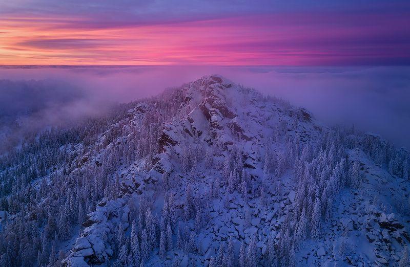 таганай, урал, горы, зима Двуглавая сопка после захода солнцаphoto preview