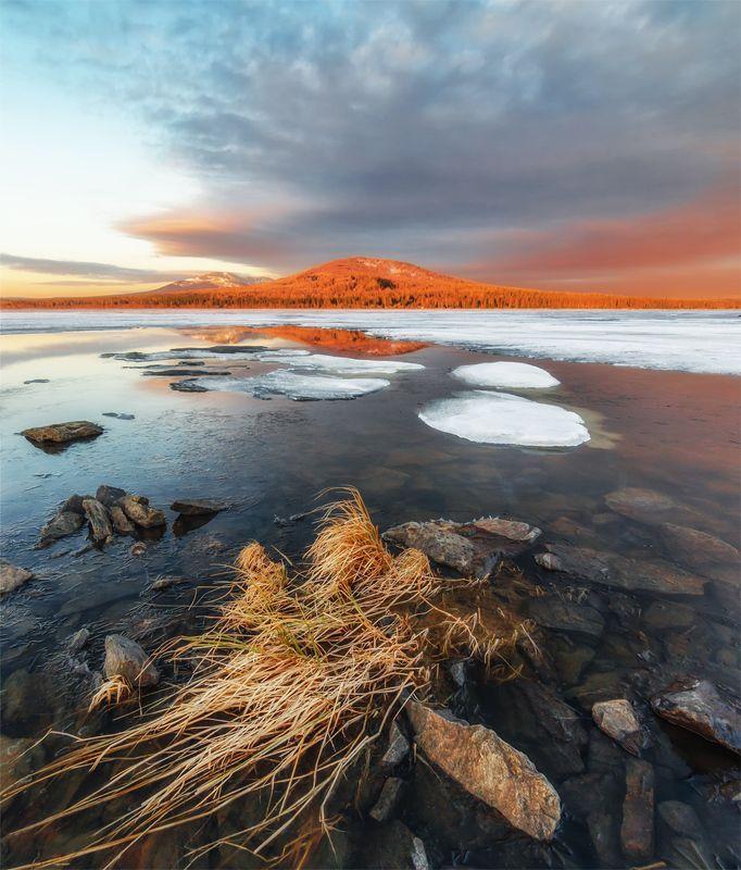 природа, пейзаж, урал, зюраткуль, озеро, весна, лед, утро, восход, рассвет Весна пришлаphoto preview