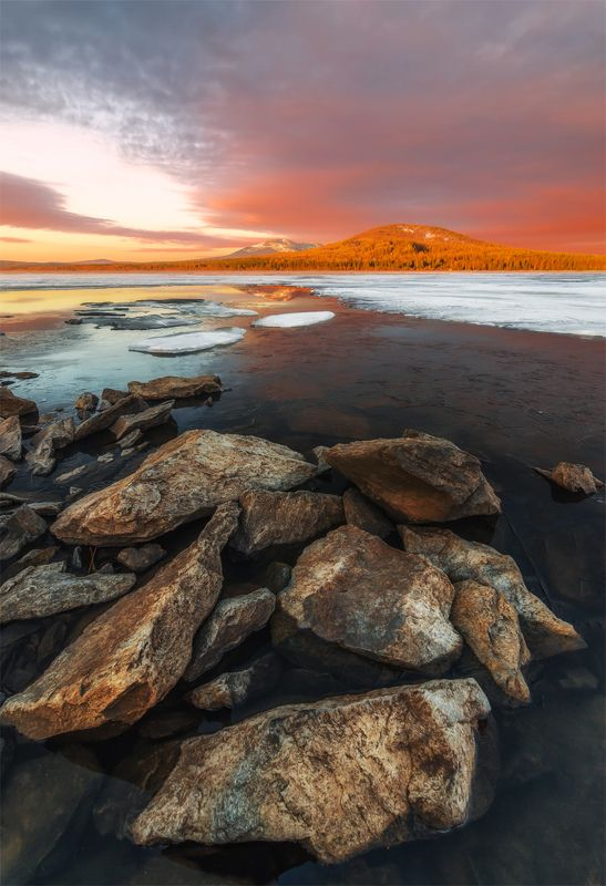 природа, пейзаж, урал, зюраткуль, озеро, весна, лед, утро, восход, рассвет утроphoto preview