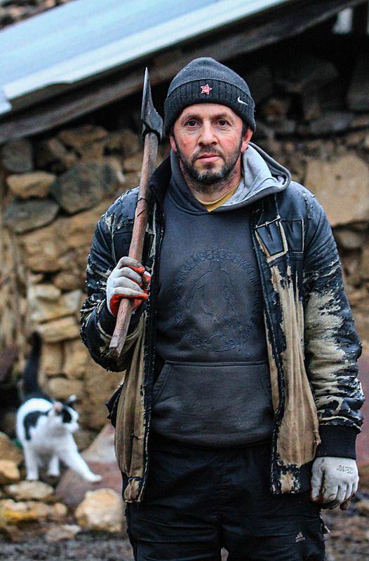 портрет,дровосек,мужик,крестьянин,горец. Житель горного аула..photo preview
