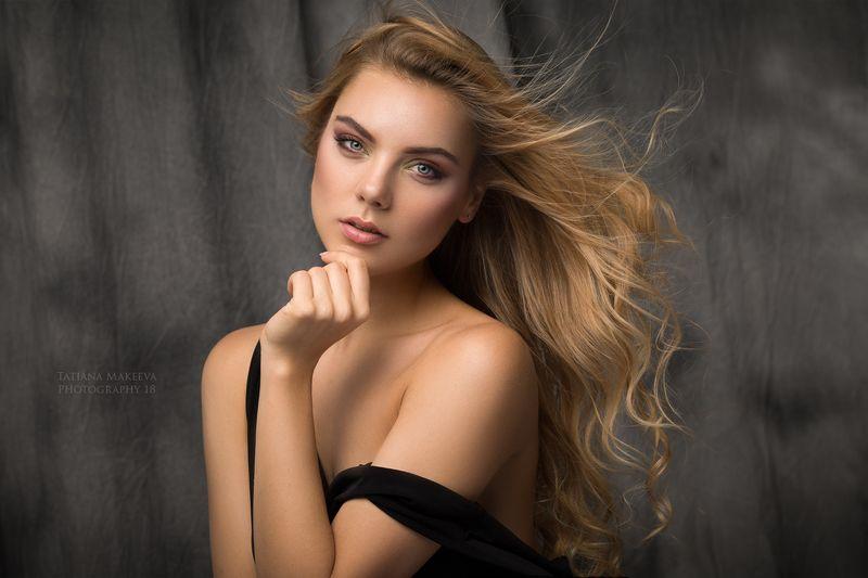 девушка, студия, классический портрет, блондинка Женяphoto preview
