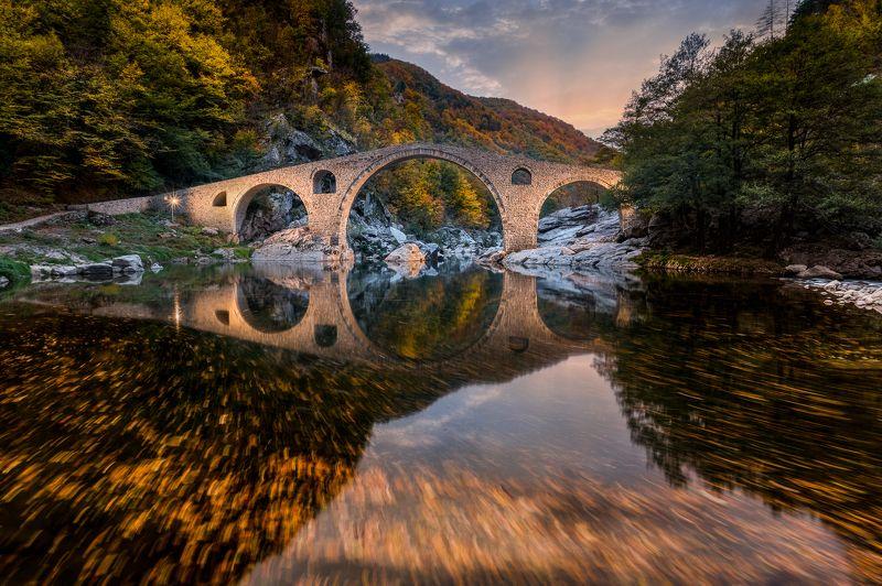#devils_bridge #autumn #bulgaria #rhodope_mountains #travel #journey #landscape #mayavphotography \