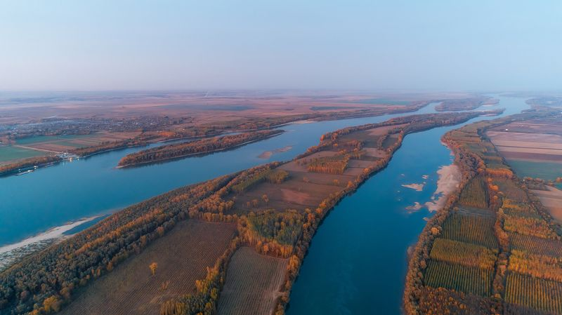 Danube,autumn,bulgaria,romania,coastline Danube autumnphoto preview