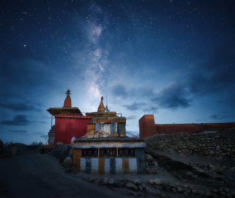 верхний мустанг, непал, nepal, upper mustang, landscape, mountains, milky way, nightsky Звездная ночь над деревней Tsarang, Верхний Мустанг. Непал (3600м)photo preview