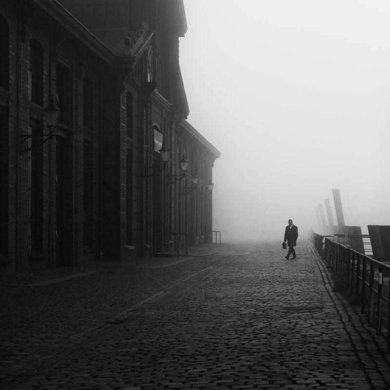 fog, mist, haze, person, street, urban Fischauktionshalle 1x1photo preview