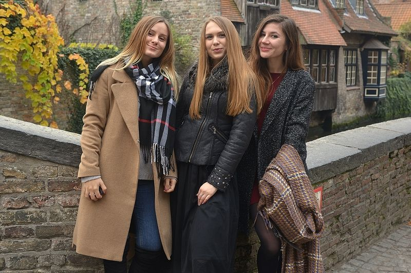 Girls in Bruges.photo preview