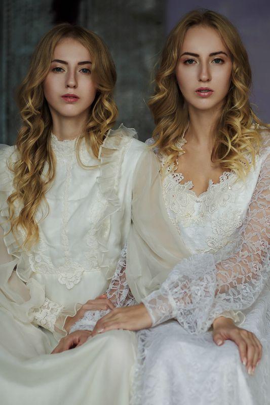 фото винтаж портрет близнецы сёстры танцы Сёстрыphoto preview