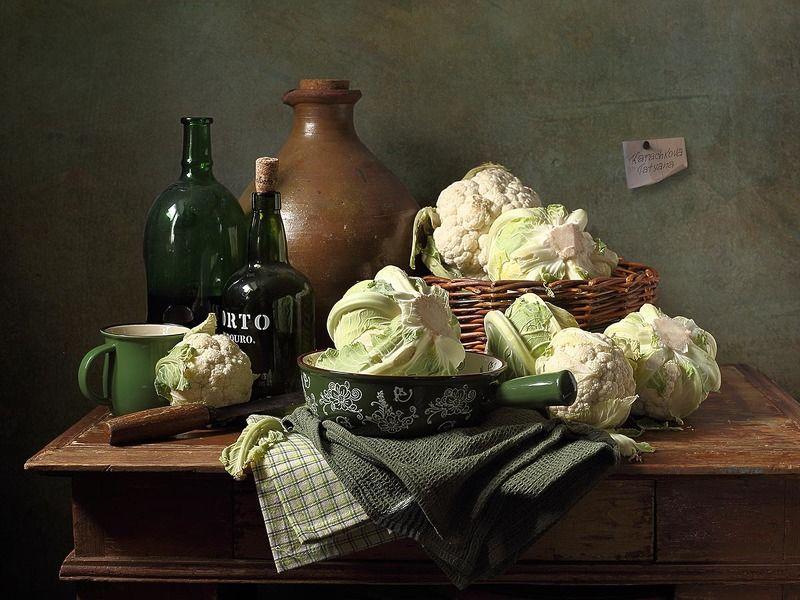 натюрморт, цветная капуста, овощи, перец болгарский, паприка,кувшин, миска, кружка, бутылка Ода цветной капусте фото превью