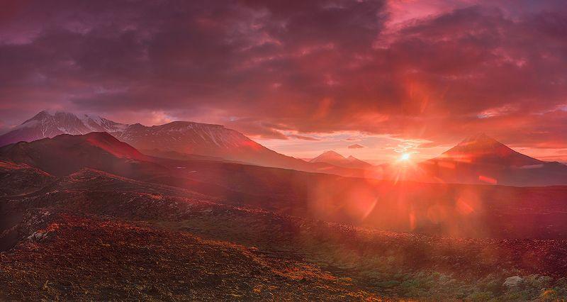 камчатка, вулкан, пейзаж, путешествие, лето, фототур, рассвет Огненный рассветphoto preview