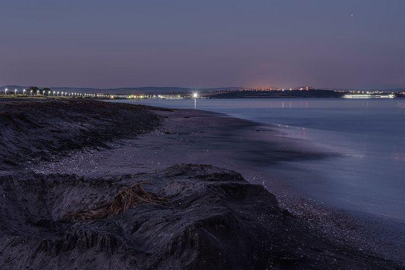 море берег песок огни набережная бургас болгария Ночные огниphoto preview