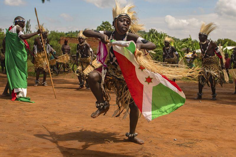 воин Танец ВОИНОВ Бурунди перед сражениемphoto preview