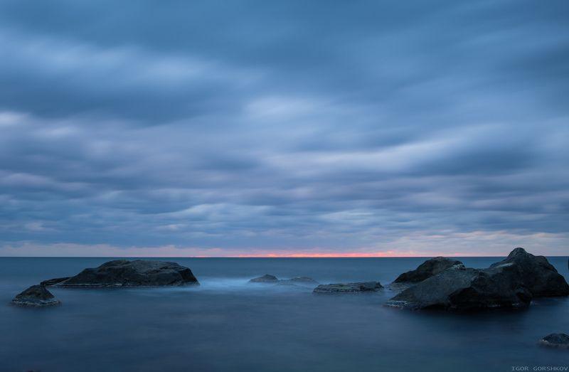 крым,море,утро,камни,скалы,пасмурно,тучи,рассвет,облака,пейзаж,вода,длинная выдержка, Синее утроphoto preview