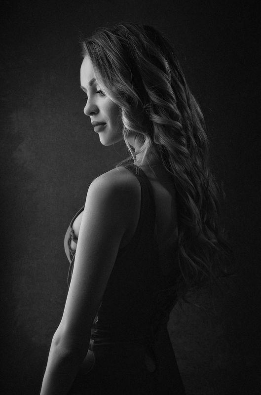 девушка, портрет, портрет девушки, женщина, женский портрет, характер, романтика, woman, girl, female, portrait, style, adult Черно-белый портрет в драматических тонахphoto preview