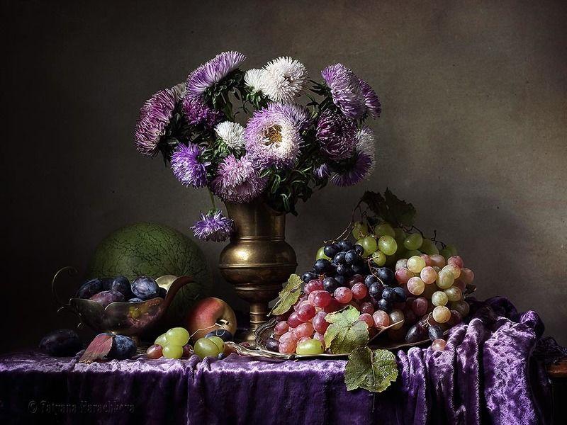 натюрморт, цветы, астры, дыня, виноград, яблоки, арбуз, сливы, лиловый, бархат, ваза, кувшин Астры - щедрой осени цветыphoto preview