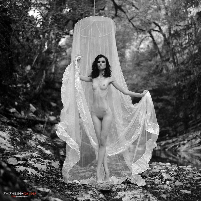 film, girl, nude, artnu, portrait, девушка, портрет, лицо, природа, скалы, ню, топлесс, чб, черно-белое, фото, фотография, фотограф Мотылекphoto preview