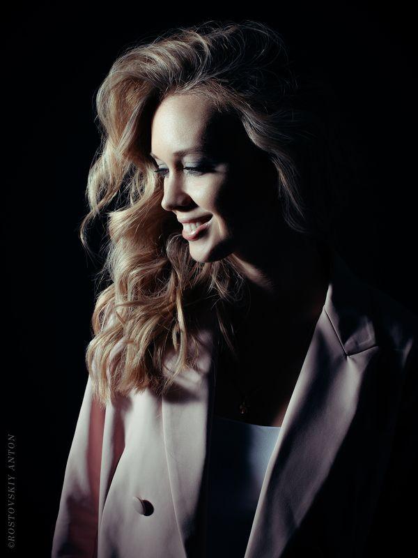 портрет, студия, девушка, профиль, улыбка, свет, Ростовский, Викторияphoto preview