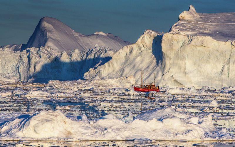 айсберг, гренландия, корабль, лед, снег, горы Затерянный во льдахphoto preview