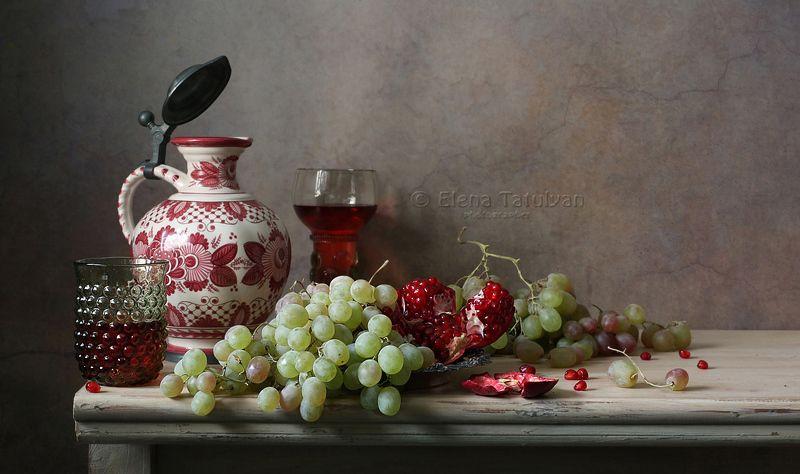 виноград, гранаты, вино, лесное стекло, кувшин, фрукты С виноградом и гранатамиphoto preview