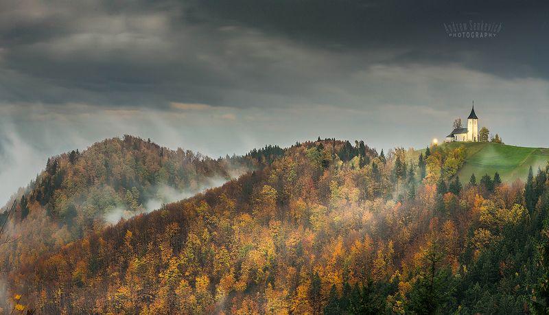 словения, ямник, осень Пасмурная осень в Словенииphoto preview