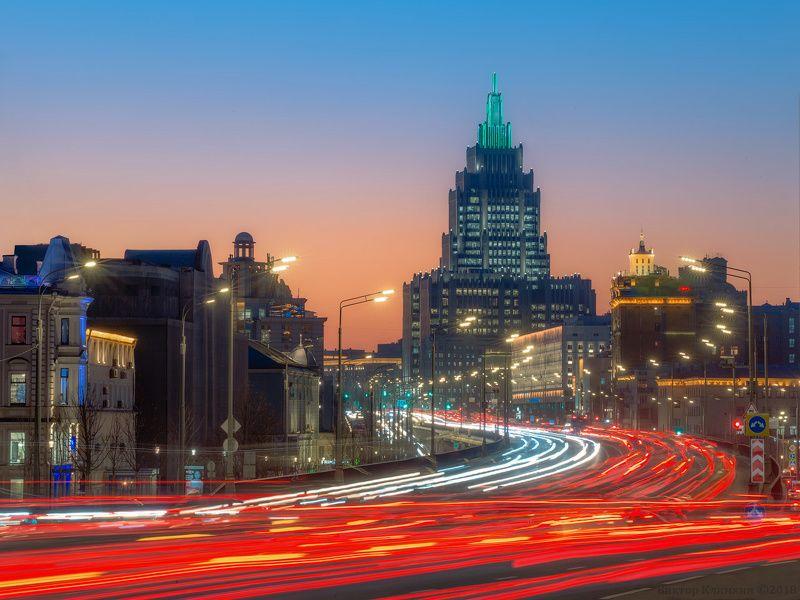 москва, вечер, поток, автомобили, архитектура Москва спешитphoto preview