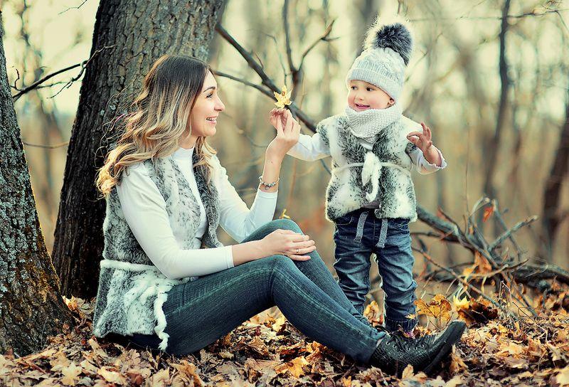 портрет детский портрет  семейная фотография Последние листьяphoto preview