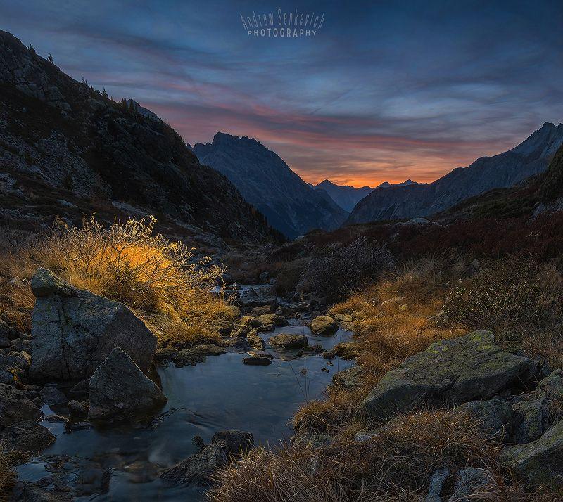 швейцария Вечерний ручей в горах Швейцарииphoto preview