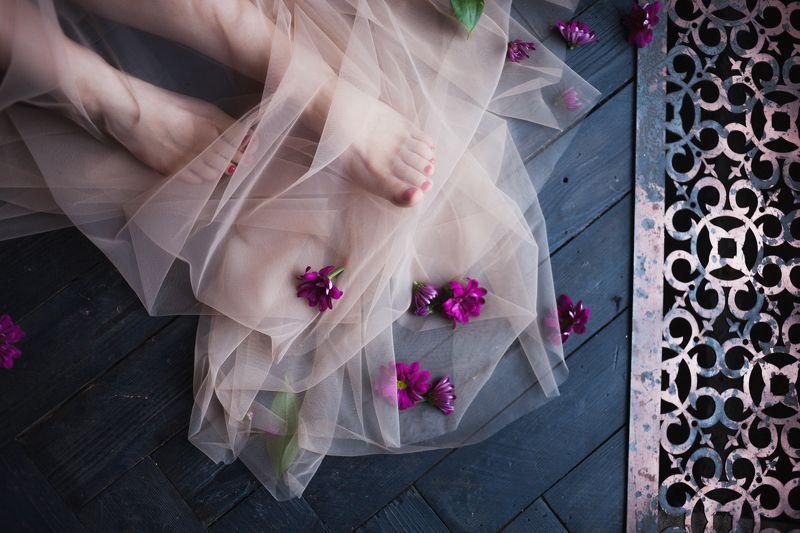 пеньюар, будуар, будуарная фотосессия, цветы, фото ног, атмосферное фото photo preview