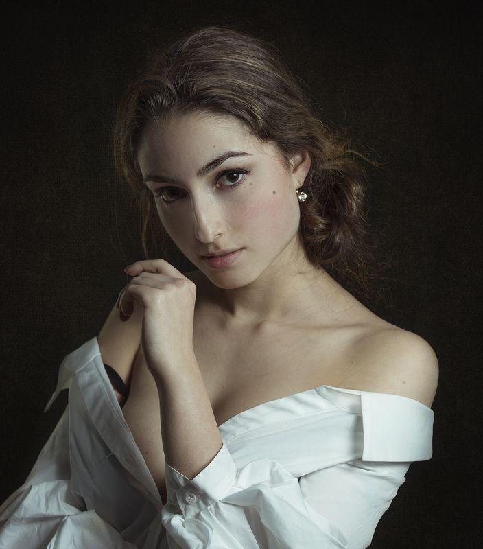 портрет , взгляд ,красивая девушка , цвет ,волосы , красивые губы ,нежность , таинственность fine art photo preview