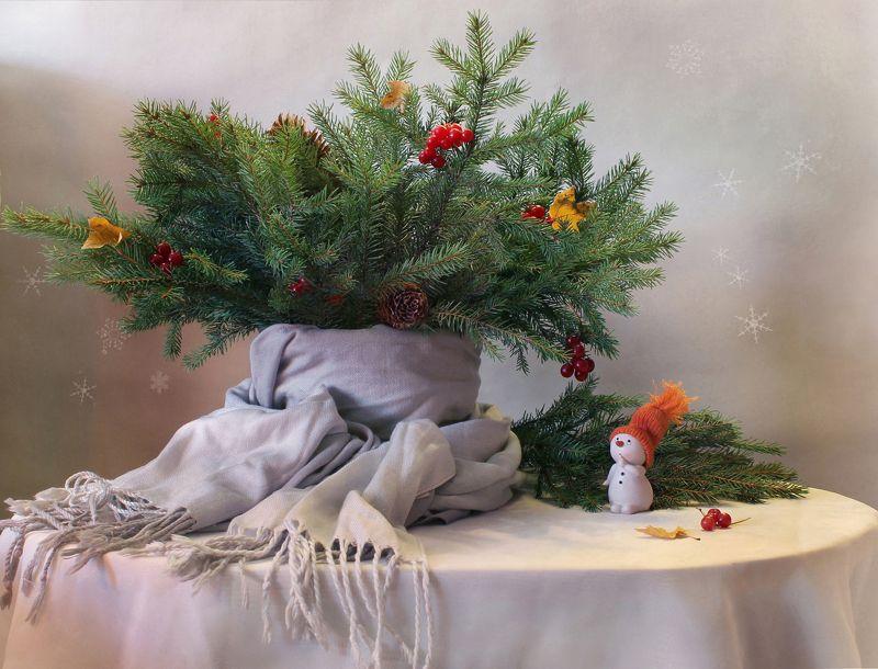 натюрморт, зима, новый год, елка, снеговик, белый медведь, статуэтка,  мандарины Чудеса начинаются...photo preview